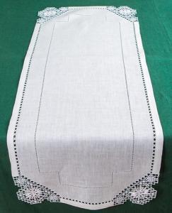 Дорожка с вышивкой по краям